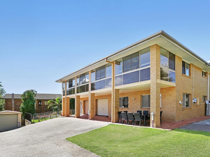 17a queen street moffat beach house sold mcgrath estate agents