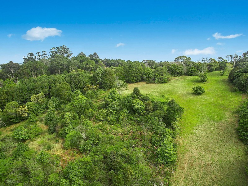 Brochure for 1c granuaille crescent bangalow nsw - Beautiful panoramic view house to take full advantage of the scenery ...