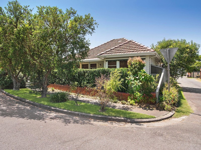 3 gregory parade kotara house sold mcgrath estate agents for Gregory gardens elementary school